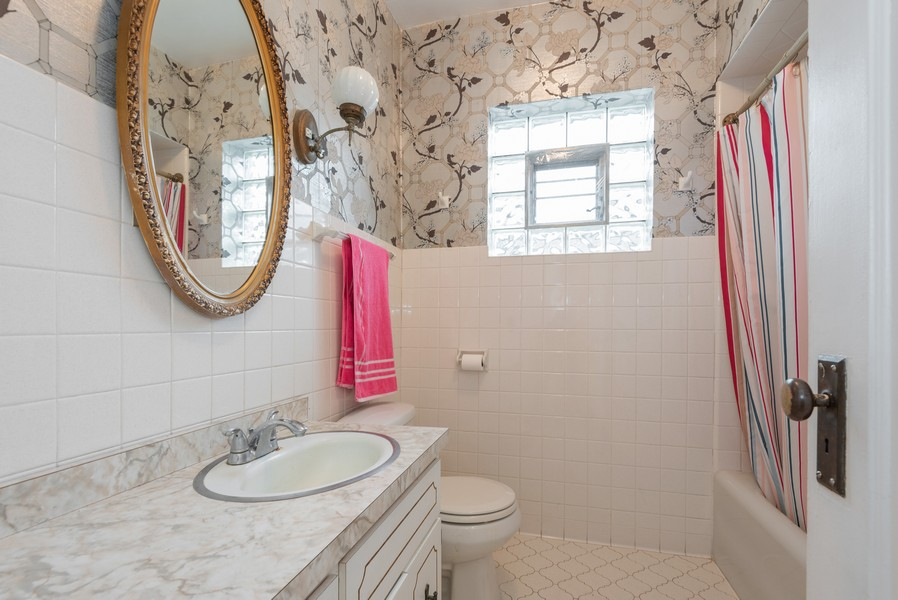 Real Estate Photography - 4820 West Oakdale Ave, Chicago, IL, 60641 - Bathroom