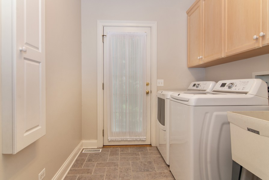 Real Estate Photography - 2306 Brookwood Ct, Aurora, IL, 60502 - Laundry Room
