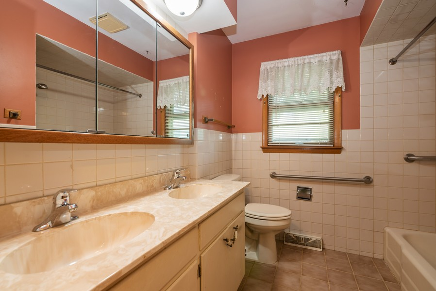 Real Estate Photography - 32W922 Hecker Dr, Dundee, IL, 60118 - Bathroom