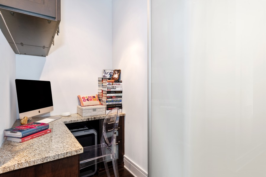 Real Estate Photography - 401 N Wabash, Unit 53E, Chicago, IL, 60611 - Office