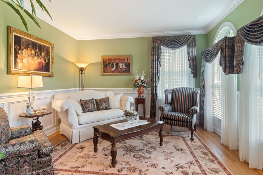 Real Estate Photography - 73 Covered Bridge Rd, South Barrington, IL, 60010 - Living Room