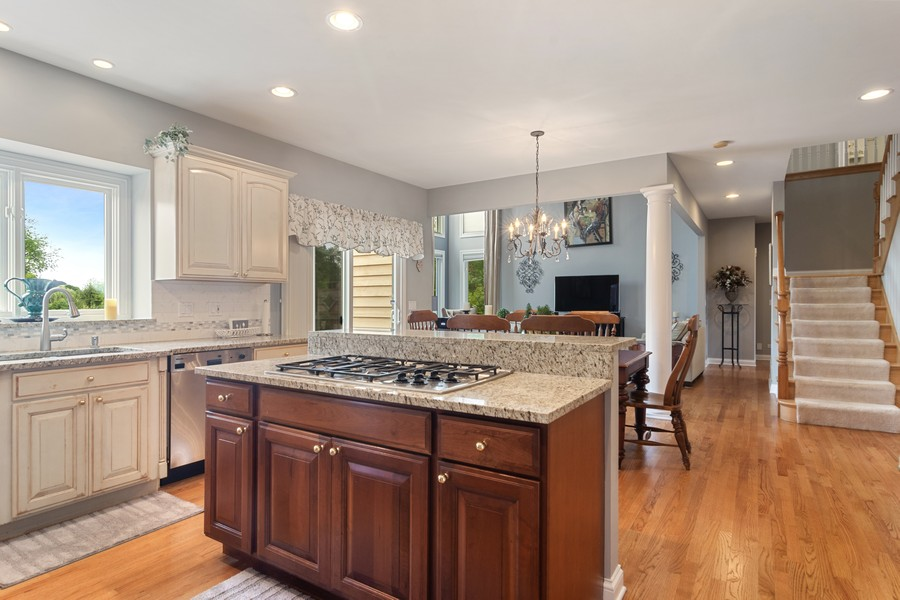 Real Estate Photography - 73 Covered Bridge Rd, South Barrington, IL, 60010 - Kitchen