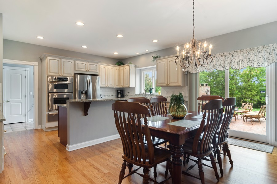 Real Estate Photography - 73 Covered Bridge Rd, South Barrington, IL, 60010 - Kitchen / Breakfast Room