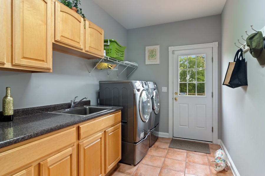 Real Estate Photography - 73 Covered Bridge Rd, South Barrington, IL, 60010 - Laundry Room