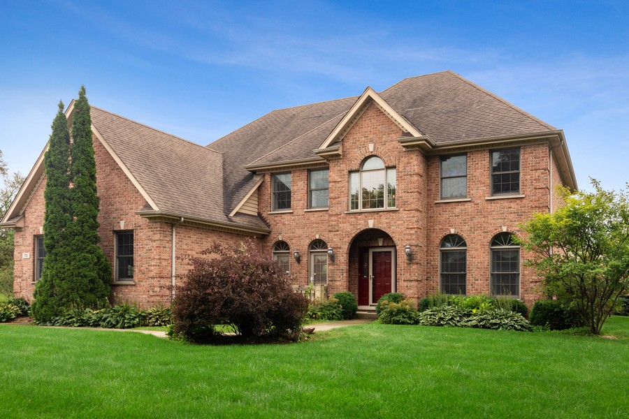 Real Estate Photography - 73 Covered Bridge Rd, South Barrington, IL, 60010 - Front View