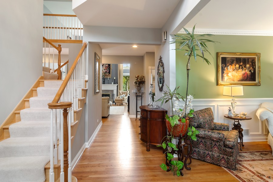 Real Estate Photography - 73 Covered Bridge Rd, South Barrington, IL, 60010 - Entryway