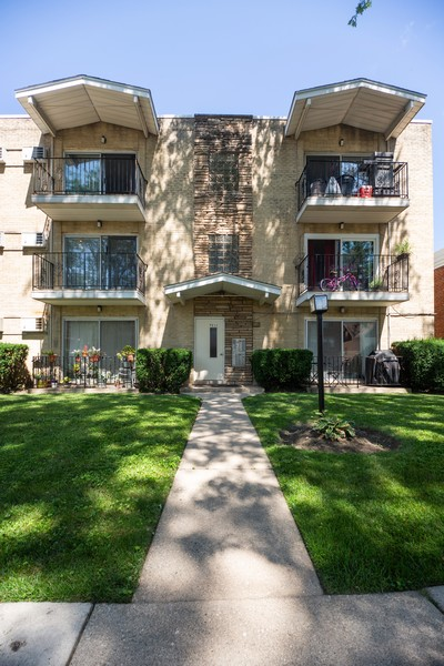Real Estate Photography - 1250 East Washington St, 7, Des Plaines, IL, 60016 - Front View