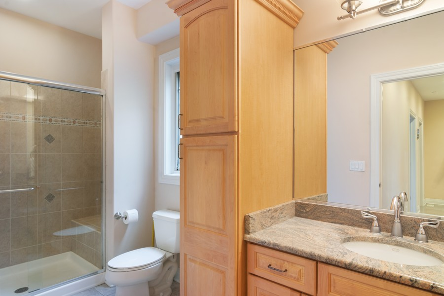 Real Estate Photography - 46 Inverway Rd, Inverness, IL, 60067 - 3rd Bathroom