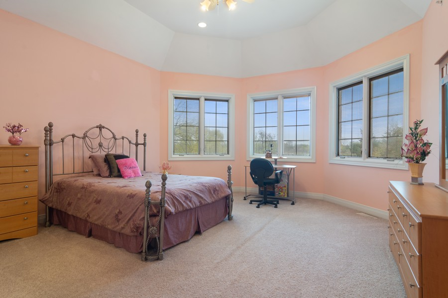 Real Estate Photography - 46 Inverway Rd, Inverness, IL, 60067 - 2nd Bedroom