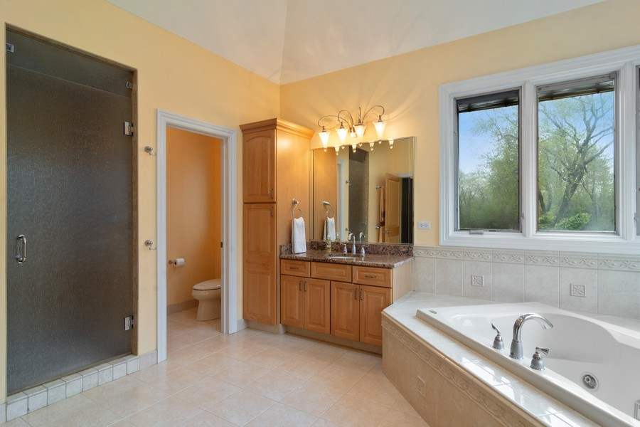 Real Estate Photography - 46 Inverway Rd, Inverness, IL, 60067 - Master Bathroom