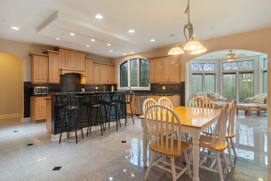 Real Estate Photography - 46 Inverway Rd, Inverness, IL, 60067 - Kitchen / Breakfast Room