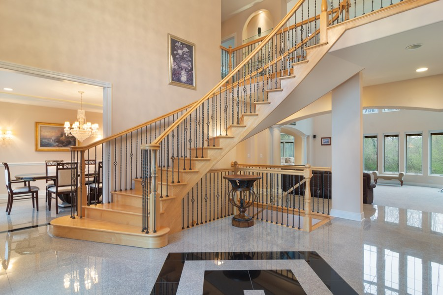 Real Estate Photography - 46 Inverway Rd, Inverness, IL, 60067 - Foyer