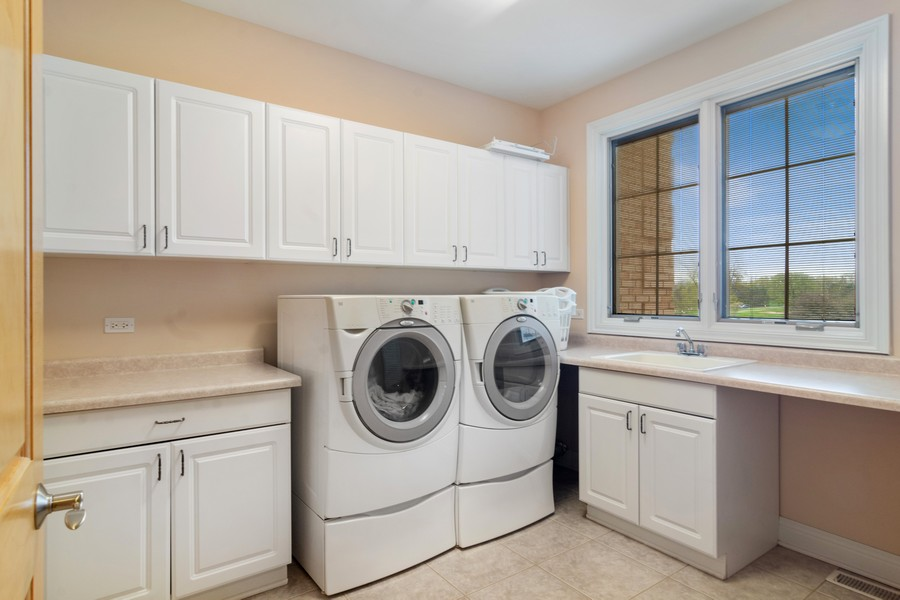 Real Estate Photography - 46 Inverway Rd, Inverness, IL, 60067 - Laundry Room