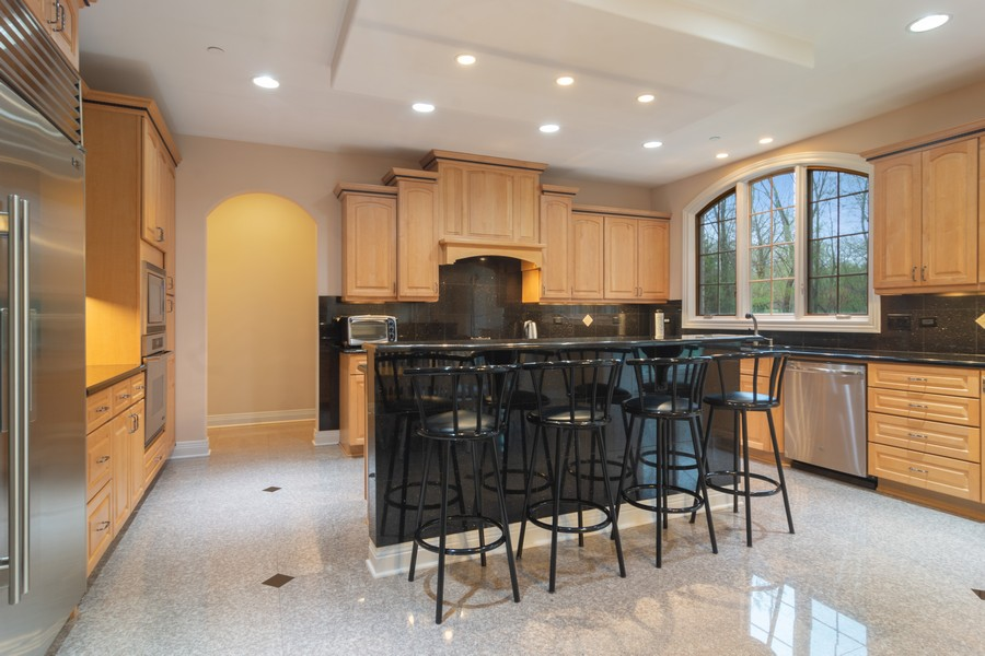 Real Estate Photography - 46 Inverway Rd, Inverness, IL, 60067 - Kitchen