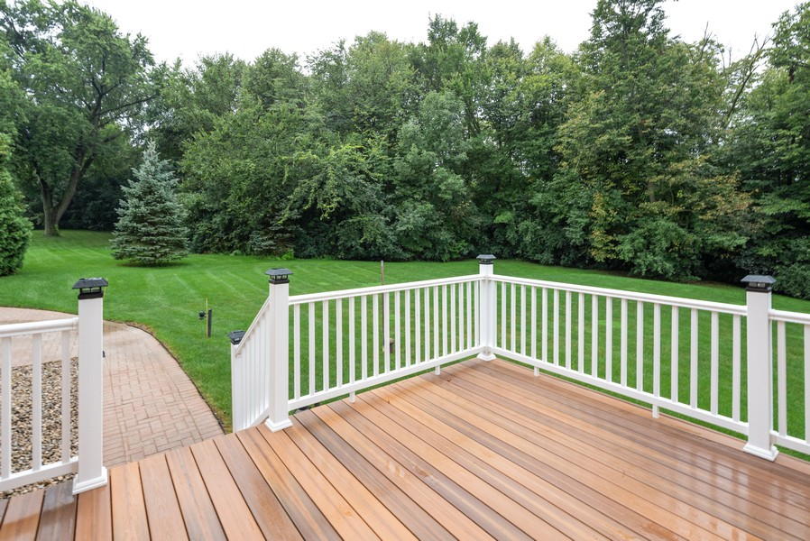 Real Estate Photography - 46 Inverway Rd, Inverness, IL, 60067 - Deck