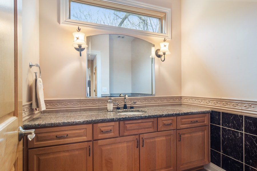 Real Estate Photography - 46 Inverway Rd, Inverness, IL, 60067 - Half Bath