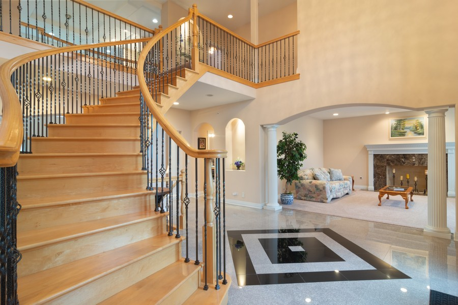 Real Estate Photography - 46 Inverway Rd, Inverness, IL, 60067 - Entryway