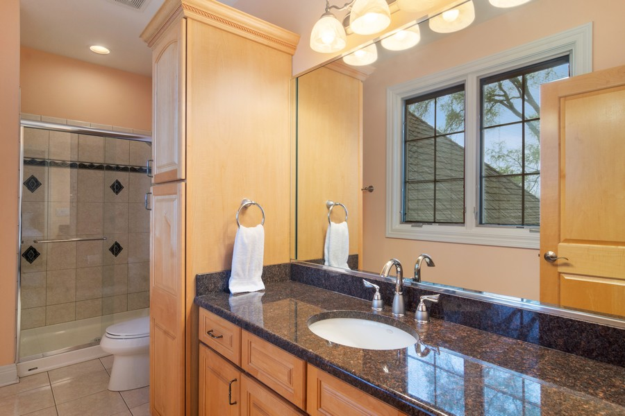 Real Estate Photography - 46 Inverway Rd, Inverness, IL, 60067 - 2nd Bathroom