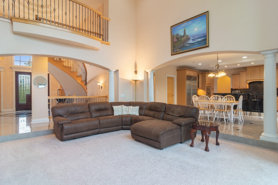 Real Estate Photography - 46 Inverway Rd, Inverness, IL, 60067 - Family Room / Kitchen