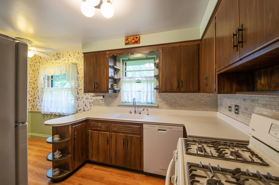 Real Estate Photography - 6380 North Ionia Ave, Chicago, IL, 60646 - Kitchen