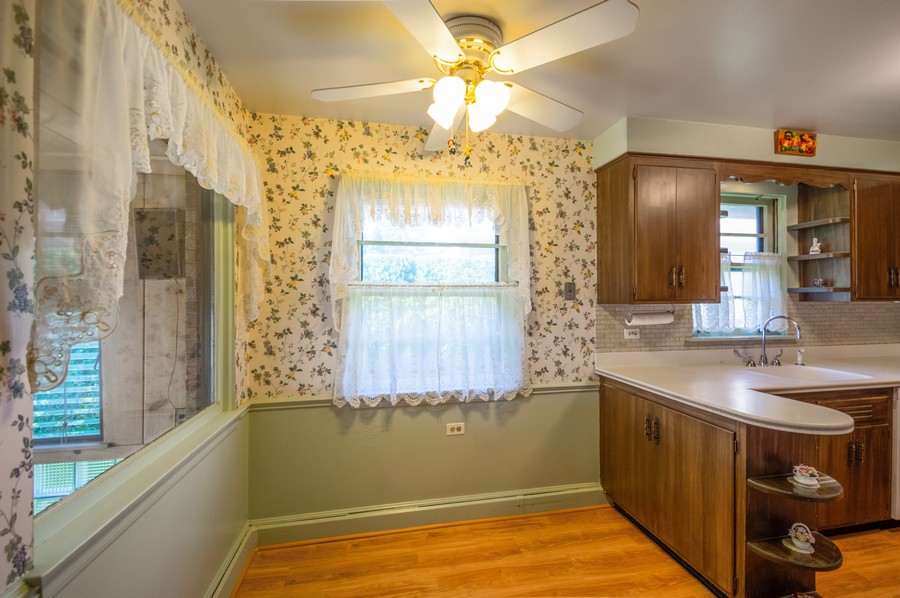 Real Estate Photography - 6380 North Ionia Ave, Chicago, IL, 60646 - Kitchen / Breakfast Room