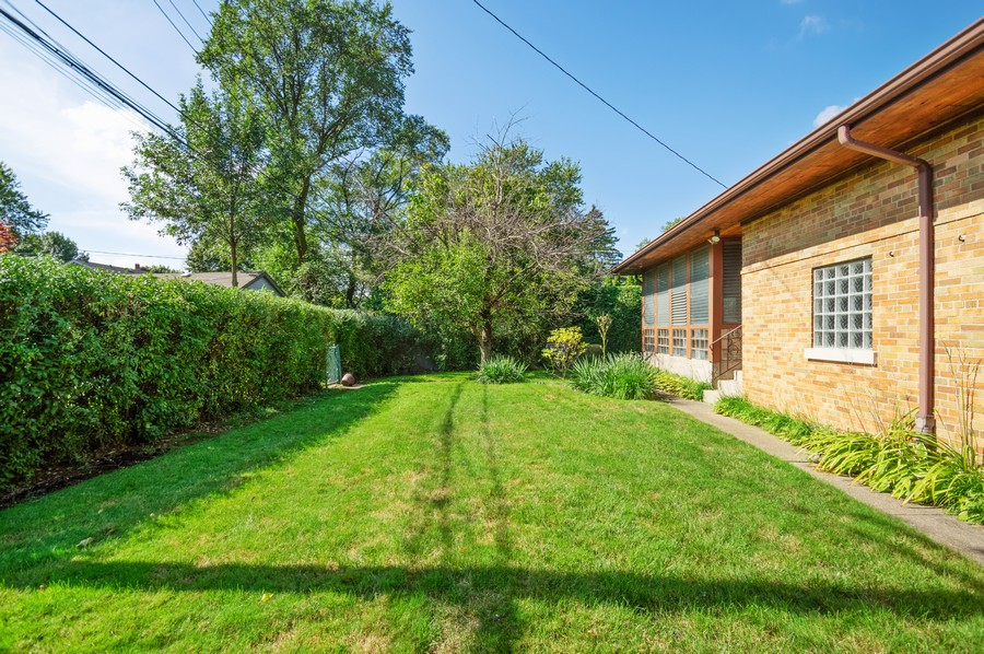 Real Estate Photography - 6380 North Ionia Ave, Chicago, IL, 60646 - Side Yard