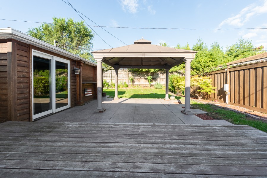 Real Estate Photography - 11720 South Harding Ave, Alsip, IL, 60803 - Back Yard