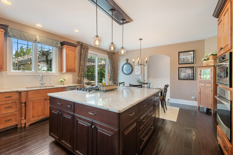 Real Estate Photography - 11828 Brooke Ct, Frankfort, IL, 60423 - Kitchen