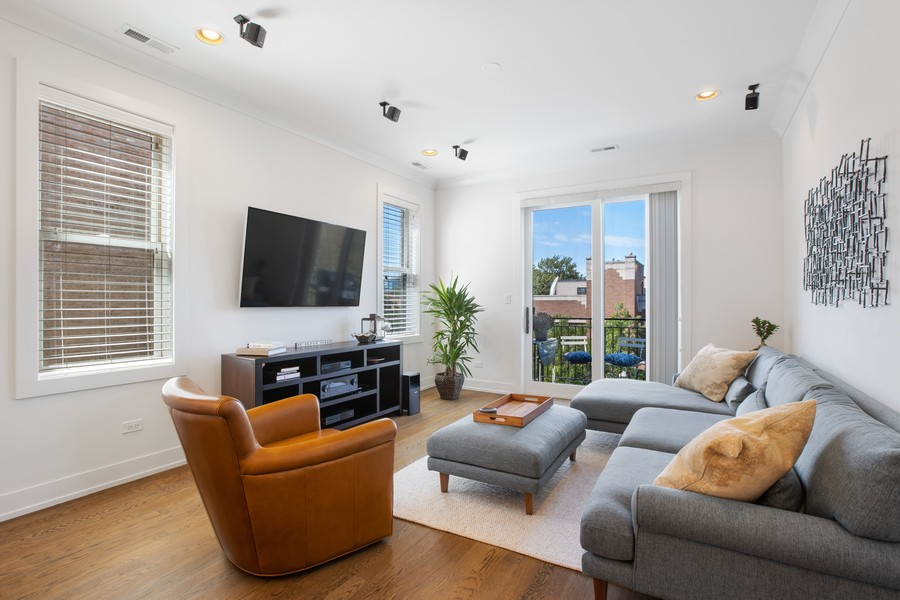 Real Estate Photography - 457 North Aberdeen St, 4S, Chicago, IL, 60642 - Living Room