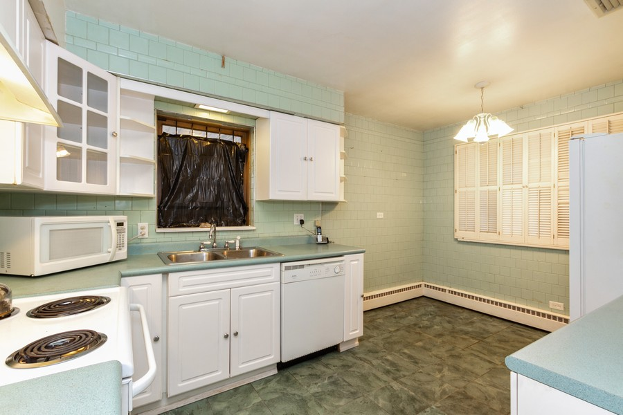 Real Estate Photography - 8057 South Honore St, Chicago, IL, 60620 - Kitchen