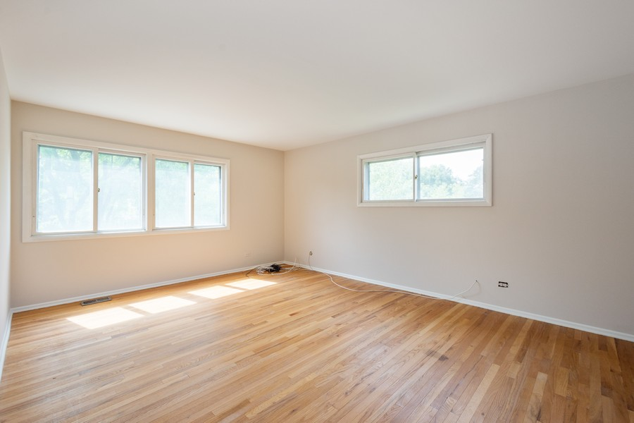 Real Estate Photography - 945 North Quince Ln, Mount Prospect, IL, 60056 - Master Bedroom