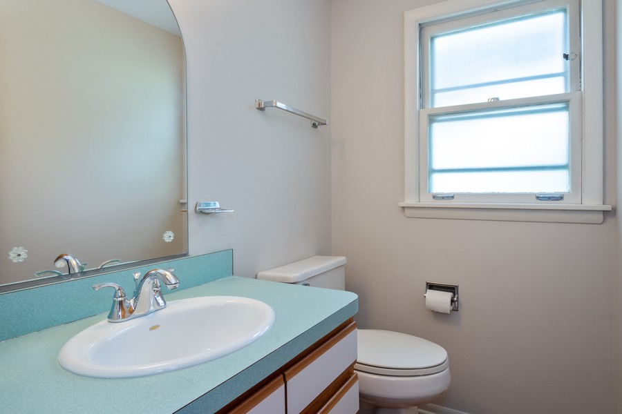 Real Estate Photography - 945 North Quince Ln, Mount Prospect, IL, 60056 - Powder Room