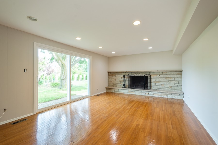 Real Estate Photography - 945 North Quince Ln, Mount Prospect, IL, 60056 - Family Room