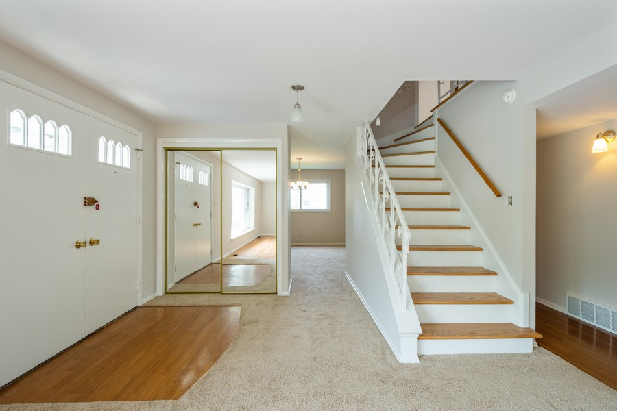 Real Estate Photography - 945 North Quince Ln, Mount Prospect, IL, 60056 - Foyer
