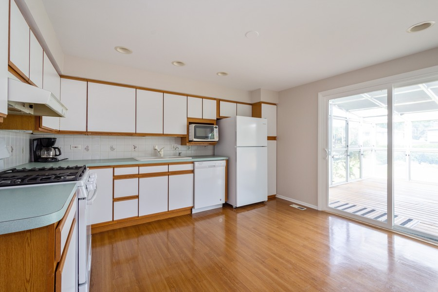 Real Estate Photography - 945 North Quince Ln, Mount Prospect, IL, 60056 - Kitchen