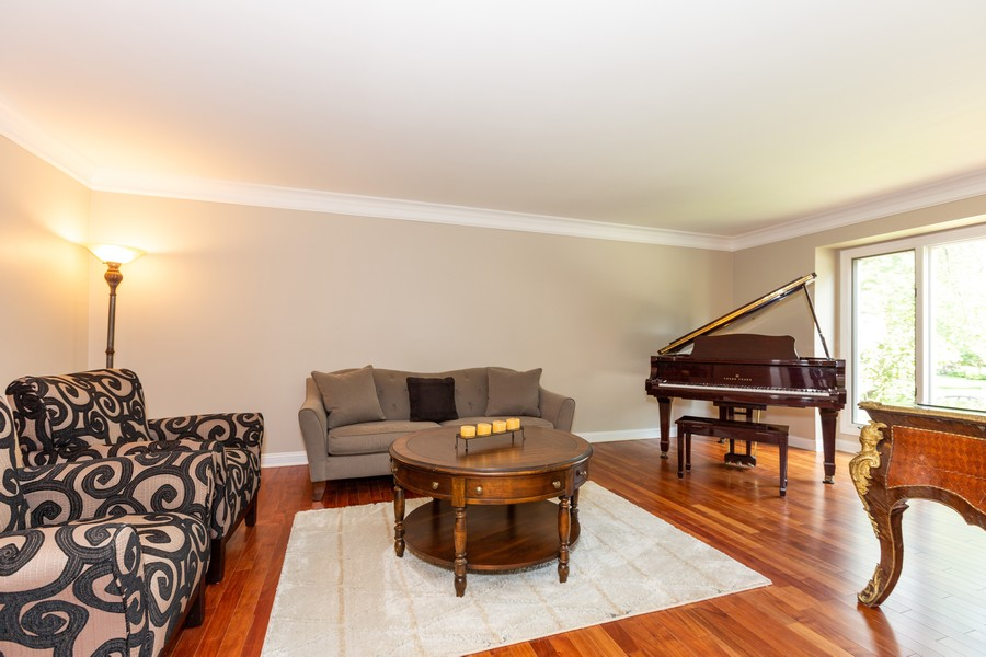 Real Estate Photography - 6S222 New Castle Rd, Naperville, IL, 60540 - Living Room