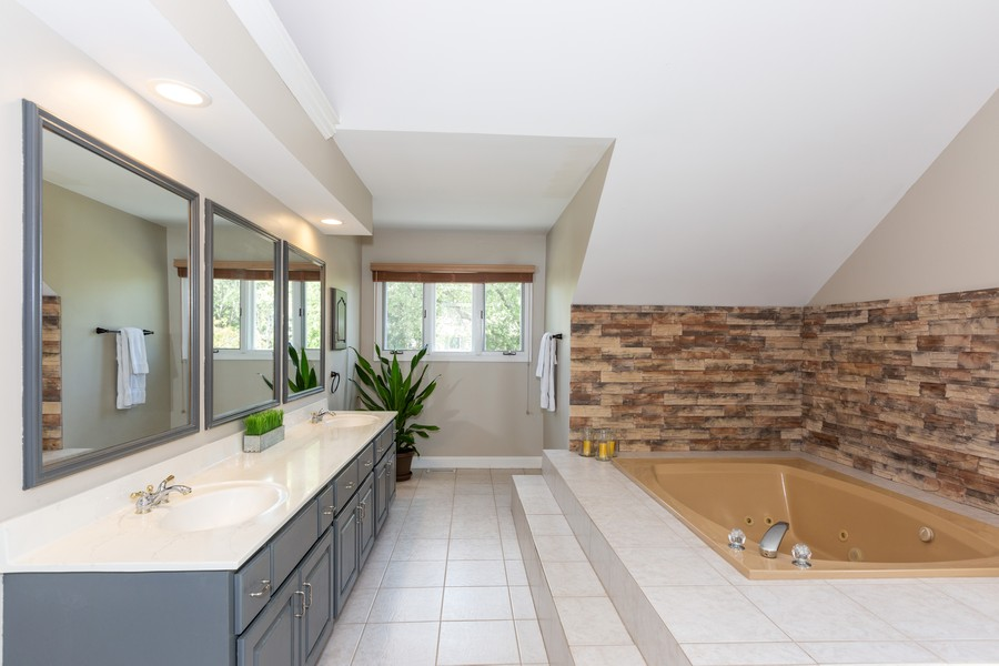 Real Estate Photography - 6S222 New Castle Rd, Naperville, IL, 60540 - Master Bathroom