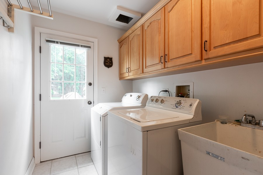 Real Estate Photography - 6S222 New Castle Rd, Naperville, IL, 60540 - Laundry/Mud Room