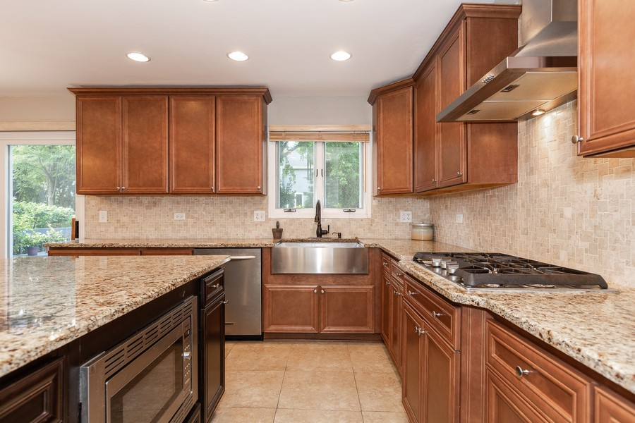 Real Estate Photography - 6S222 New Castle Rd, Naperville, IL, 60540 - Kitchen