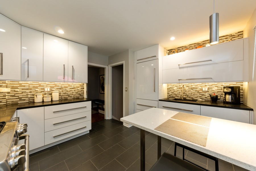 Real Estate Photography - 131 S Maple Ct, Palatine, IL, 60067 - Kitchen