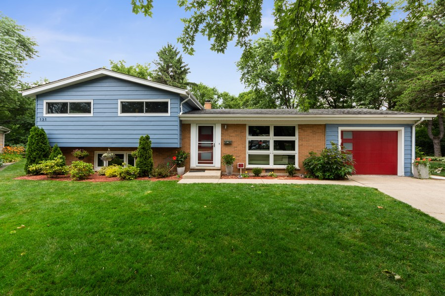Real Estate Photography - 131 S Maple Ct, Palatine, IL, 60067 - Front View