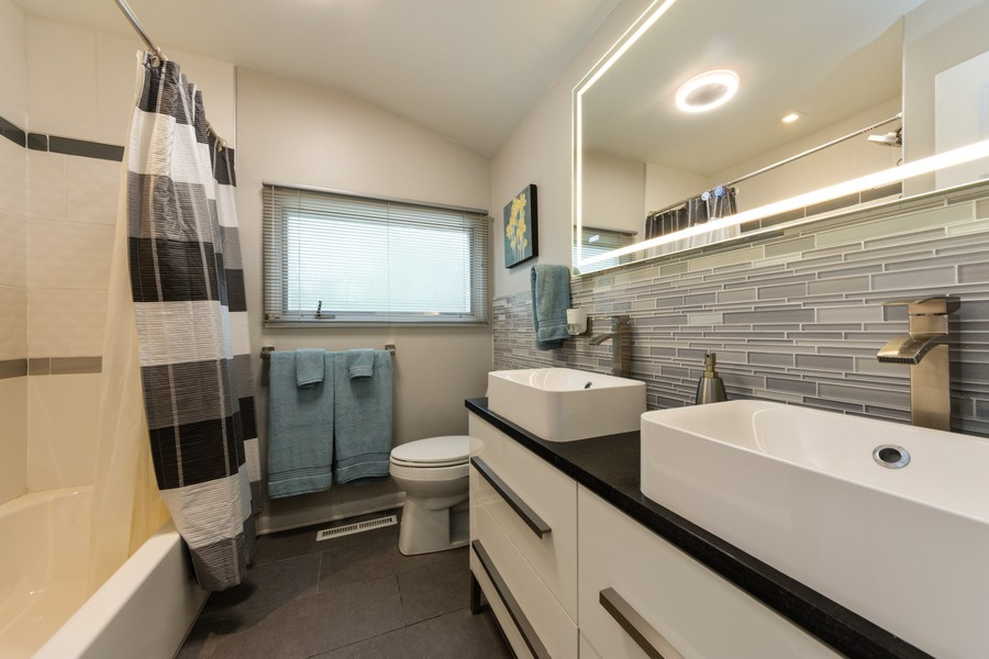 Real Estate Photography - 131 S Maple Ct, Palatine, IL, 60067 - Bathroom