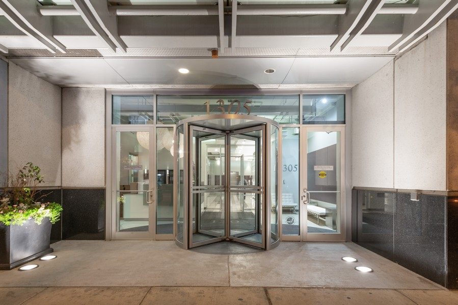 Real Estate Photography - 1305 S Michigan Ave, 2103, Chicago, IL, 60605 - Front View