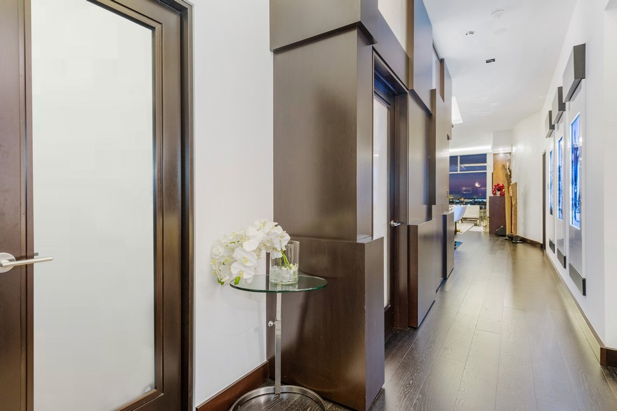 Real Estate Photography - 1305 S Michigan Ave, 2103, Chicago, IL, 60605 - Foyer