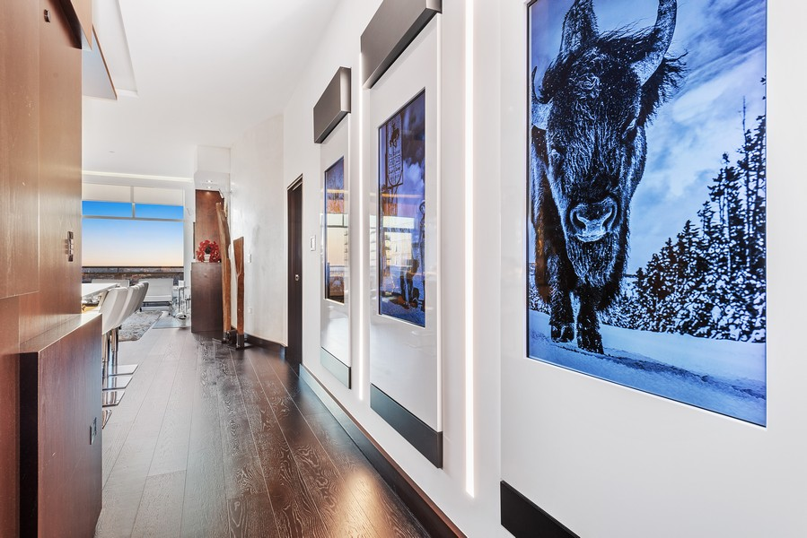 Real Estate Photography - 1305 S Michigan Ave, 2103, Chicago, IL, 60605 - Hallway