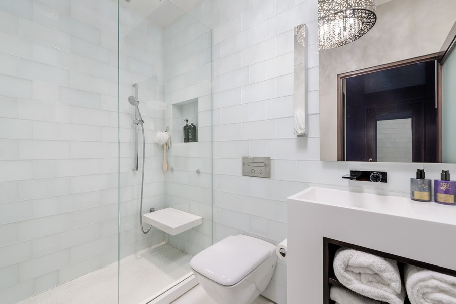 Real Estate Photography - 1305 S Michigan Ave, 2103, Chicago, IL, 60605 - 2nd Bathroom
