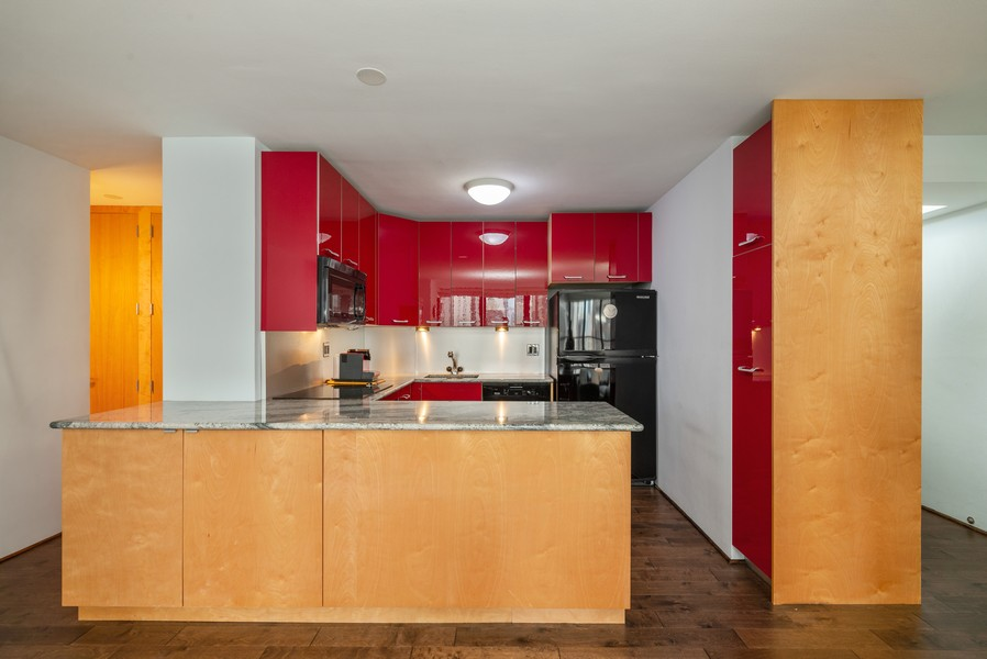 Real Estate Photography - 33 East Cedar St, 16D, Chicago, IL, 60611 - Kitchen
