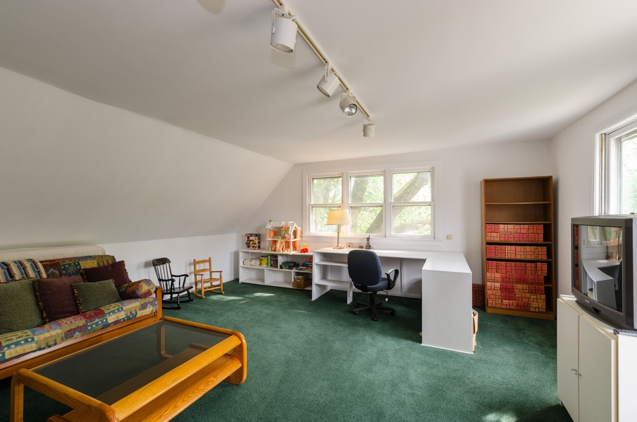 Real Estate Photography - 1027 Judson Ave, Evanston, IL, 60202 - 3rd floor 5th Bedroom/guest suite w/1/2 bath