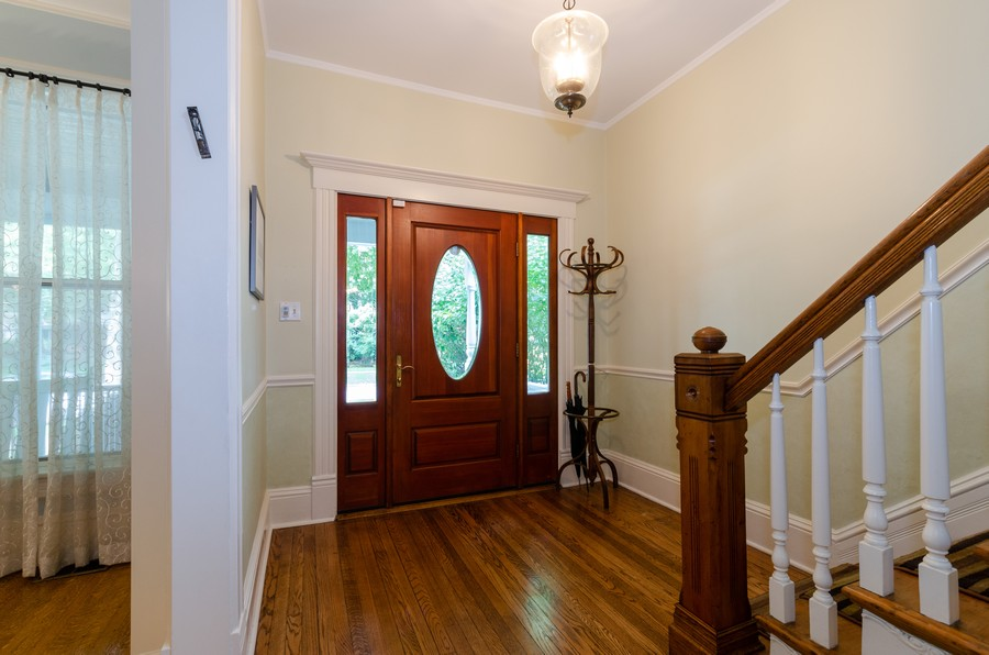 Real Estate Photography - 1027 Judson Ave, Evanston, IL, 60202 - Foyer