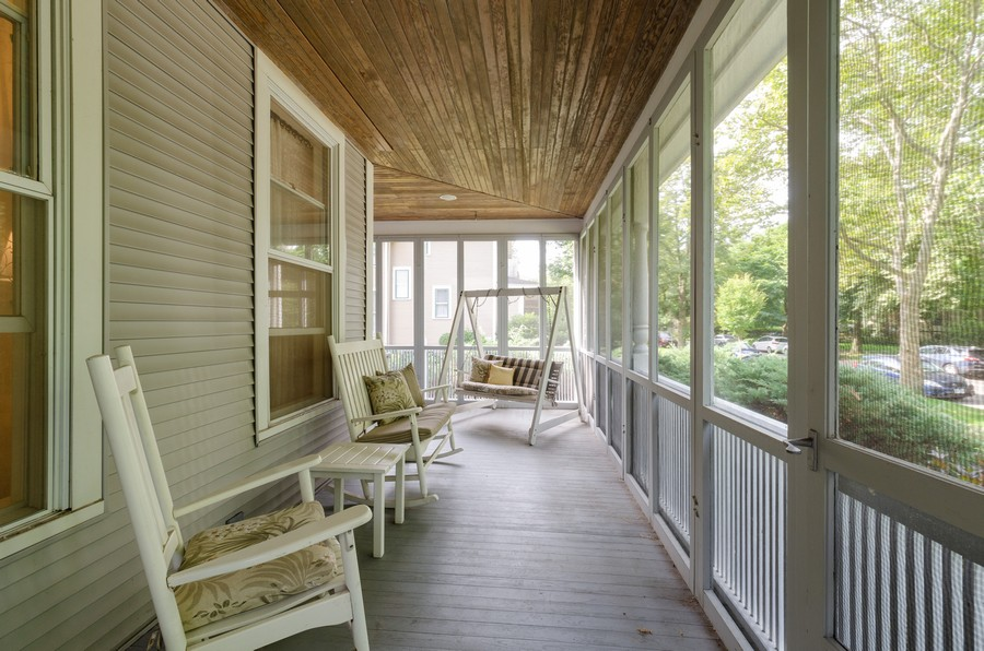 Real Estate Photography - 1027 Judson Ave, Evanston, IL, 60202 - Porch